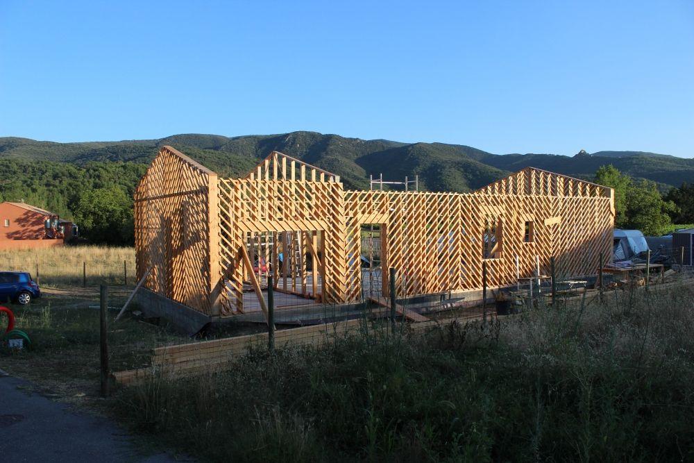 Construire une maison bois paille terre de a z chantier participatif h r pian h rault 34 - Construire une maison en terre ...