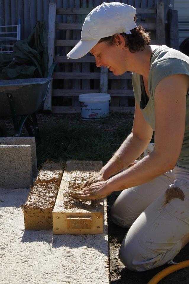 fabrication de brique d 39 adobe chantier participatif champtoceaux maine et loire 49. Black Bedroom Furniture Sets. Home Design Ideas