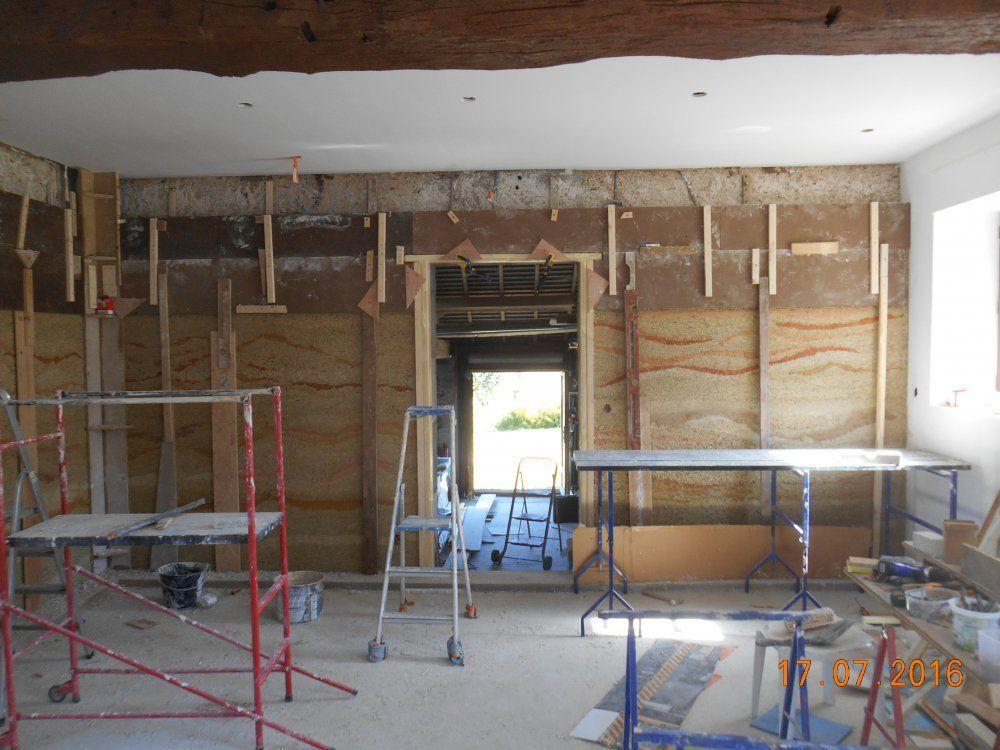 Doublage int rieur d 39 un mur d 39 un ancien b timent par la for Doublage mur interieur
