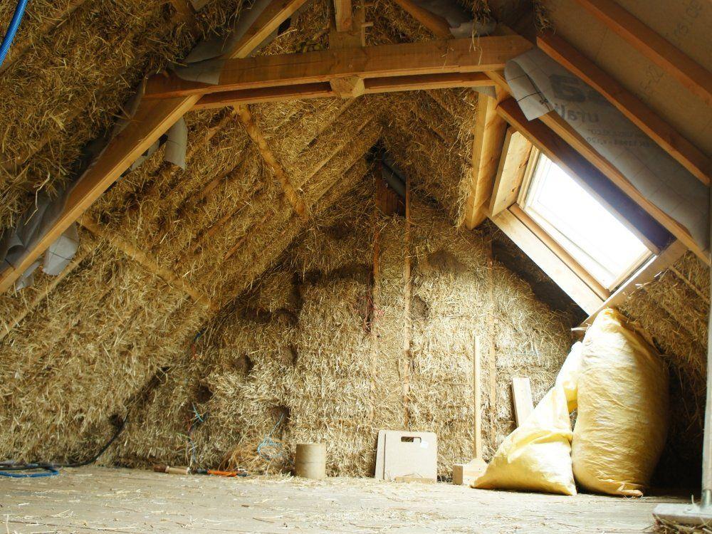 un toit isol en paille. Black Bedroom Furniture Sets. Home Design Ideas