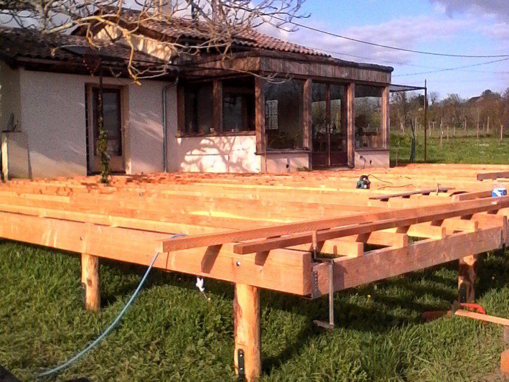 chantier participatif fabrication terrasse bois ossature bois toiture plate saussignac twiza. Black Bedroom Furniture Sets. Home Design Ideas